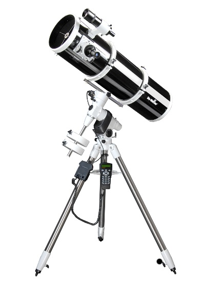 Skywatcher Explorer 200P EQ5 GOTO